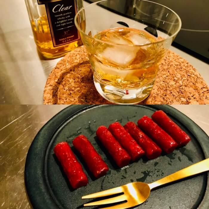 ウイスキーのロックとサラミ