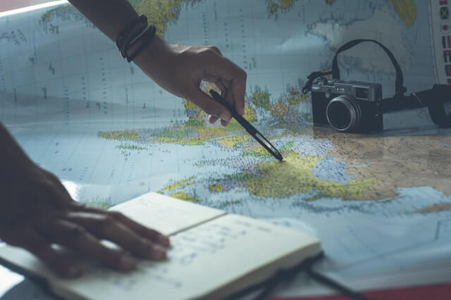 世界地図とノート